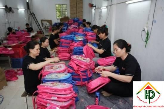 So sánh sản phẩm ở xưởng may balo túi xách giá rẻ quận 5 với hàng Trung Quốc